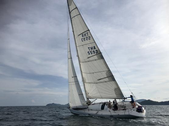 monohull-yacht-charter-sia-ao-yon-sailing-watersports-centre